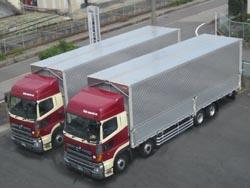 全国へ配送する当社トラック